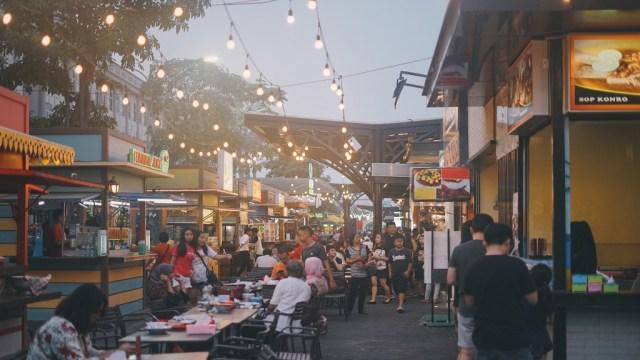 Berburu Kuliner Halal Yang Nikmat Di Food Street Pik 2 Jakarta