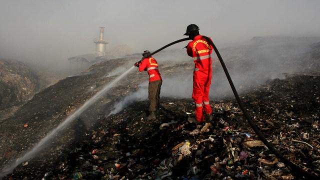 Kebakaran di Tempat Pembuangan Akhir (TPA) Antang, Makassar