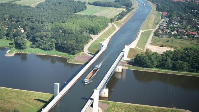 Kreativitas Jembatan Kanal Air Magdeburg (120617)