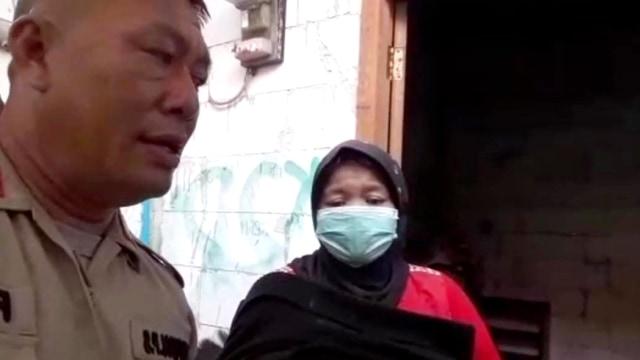 Cerita Nenek Dian Bawa Jasad Cucu Pakai Motor hingga Ditolong Polisi (235810)