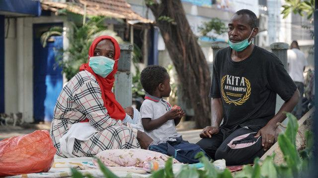 Foto: Hidup Para Pencari Suaka di Trotoar Kebon Sirih (226898)