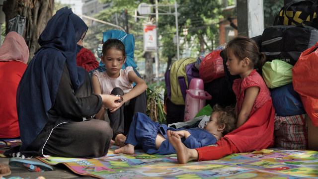 Foto: Hidup Para Pencari Suaka di Trotoar Kebon Sirih (226900)