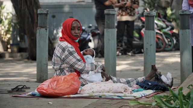 Foto: Hidup Para Pencari Suaka di Trotoar Kebon Sirih (226897)