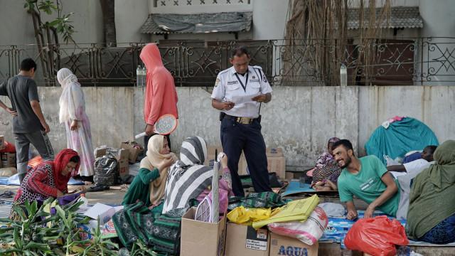 Foto: Hidup Para Pencari Suaka di Trotoar Kebon Sirih (226894)