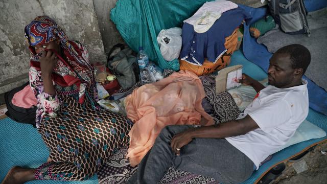 Foto: Hidup Para Pencari Suaka di Trotoar Kebon Sirih (226891)