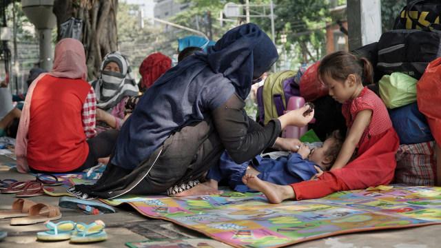 Foto: Hidup Para Pencari Suaka di Trotoar Kebon Sirih (226893)