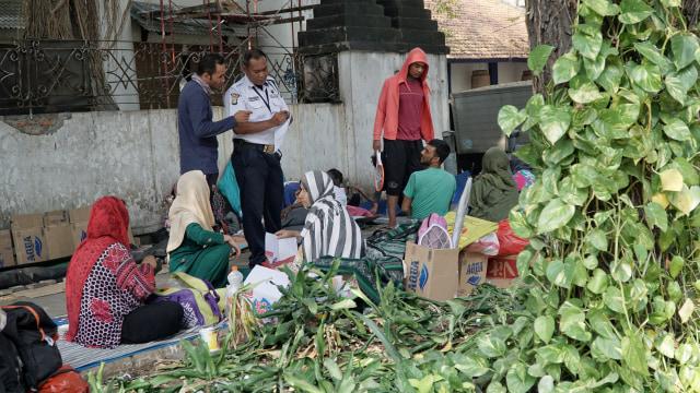 Foto: Hidup Para Pencari Suaka di Trotoar Kebon Sirih (226892)