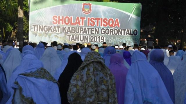 Kemarau Panjang, Ratusan Warga di Gorontalo Gelar Salat Istisqa (473480)