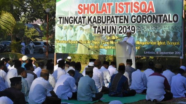 Kemarau Panjang, Ratusan Warga di Gorontalo Gelar Salat Istisqa (473481)