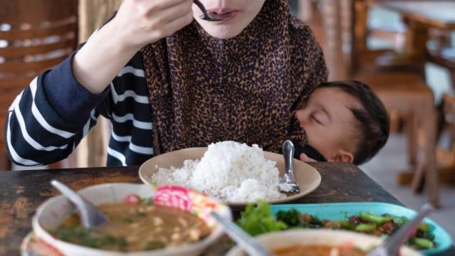 Kata Ahli Tentang Makanan yang Dilarang untuk Ibu Menyusui (652559)