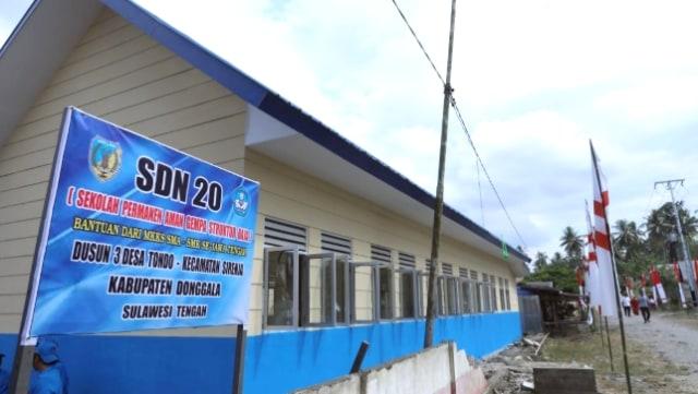 Ganjar Resmikan Sekolah Tahan Gempa Bantuan Warga Jateng di Donggala (17160)