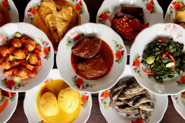 Mengapa Makanan Khas Minangkabau Banyak Menggunakan Santan Kumparan Com
