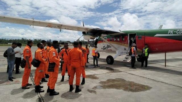 Serpihan Diduga Pesawat Twin Otter yang Hilang di Papua Ditemukan (12711)