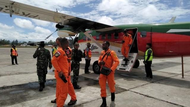 Cari Pesawat Twin Otter, Tim SAR Minta Bantuan Warga Distrik Hoeya (36320)
