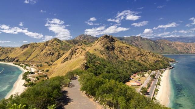 Lanskap Timor Leste yang eksotis dilihat dari Patung Cristo Rei di Dili