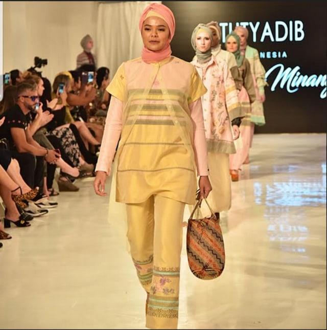 Tenun Balai Panjang Payakumbuh di ASC New York Fashion Week 2019   (272063)