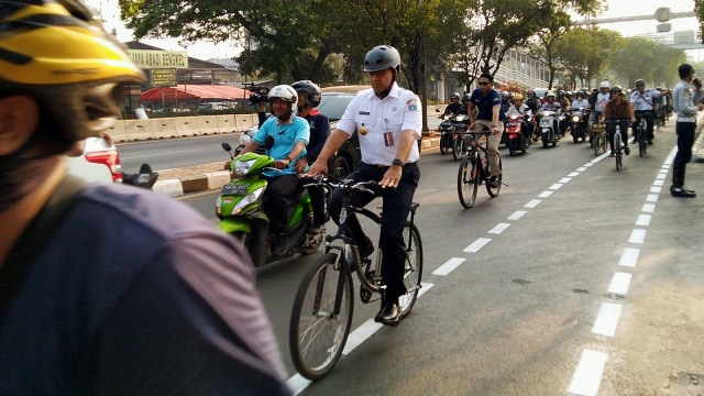 Makin Nyaman Bersepeda di Jalur Sepeda Jakarta (68451)