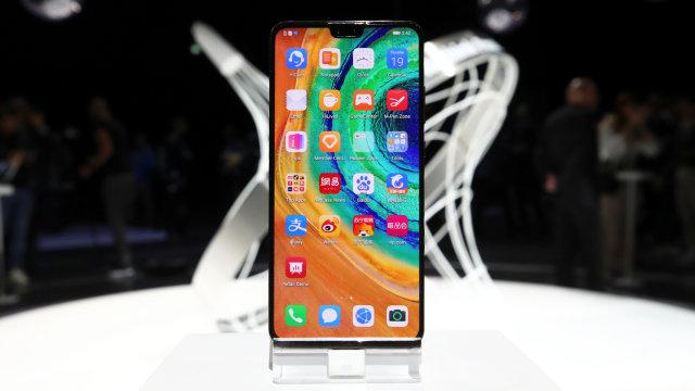 Samsung Sindir Huawei Mate 30 yang Tak Punya Layanan Google (52571)