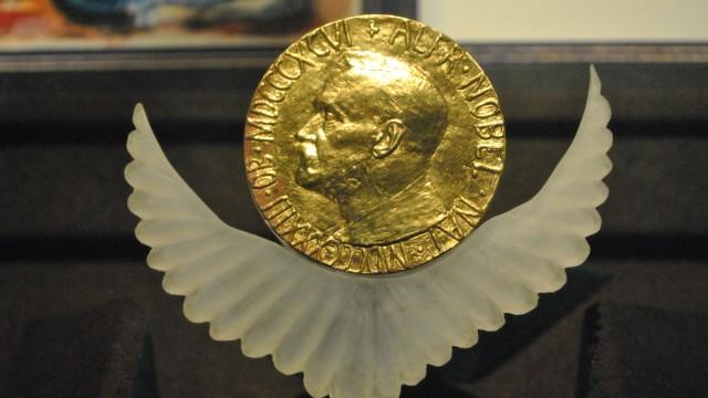 Medali hadiah Nobel.