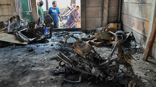 Foto: Api Hanguskan Permukiman Pasar Burung di Jatinegara  (734364)