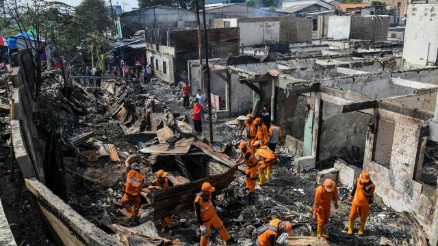 Foto: Api Hanguskan Permukiman Pasar Burung di Jatinegara  (734362)