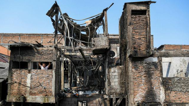Foto: Api Hanguskan Permukiman Pasar Burung di Jatinegara  (734359)