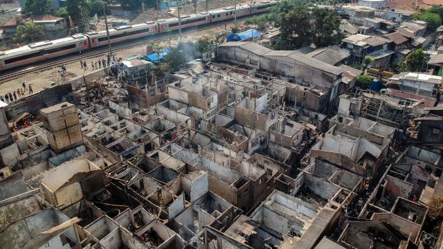 Foto: Api Hanguskan Permukiman Pasar Burung di Jatinegara  (734358)