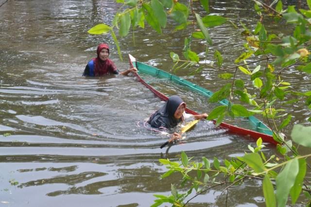 Keseruan Lomba Dayung Sampan Tradisi Banjarmasin (1220670)