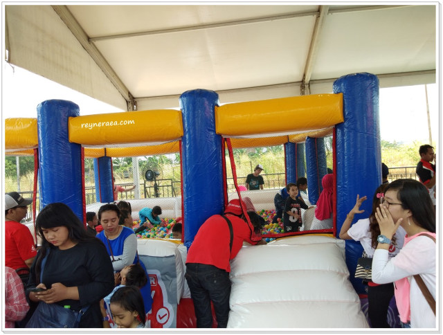 Keseruan XPANDER Pinter Bener Family Festival Di Surabaya  (122892)