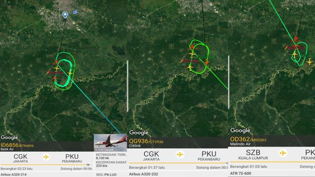 Tiga Pesawat Putar2 di Pekanbaru.jpg