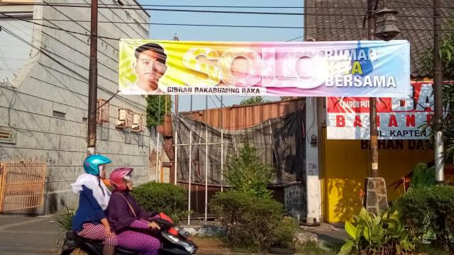 Satpol PP Copot Belasan Spanduk Dukungan Gibran di Pilwakot Solo 2020 (56252)