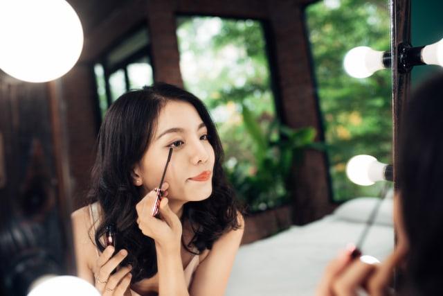 Manfaat Minyak Kelapa untuk Merawat Bulu Mata (64908)