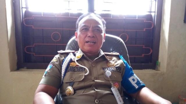 Satpol PP Copot Belasan Spanduk Dukungan Gibran di Pilwakot Solo 2020 (56251)