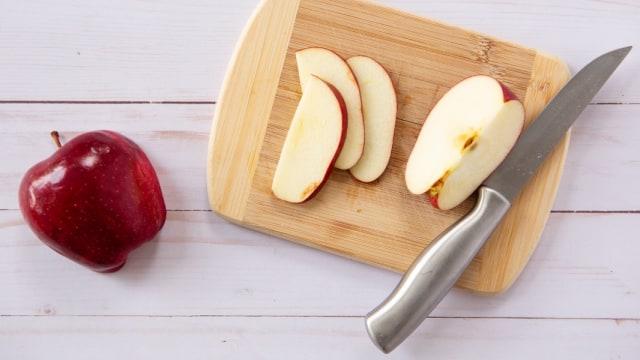 Tips Praktis Memotong Apel Tanpa Kehilangan Banyak Daging Buahnya (29608)