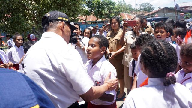 Menko PMK Sebut Bahasa yang Beragam Jadi Tantangan Pembangunan di Papua (301164)