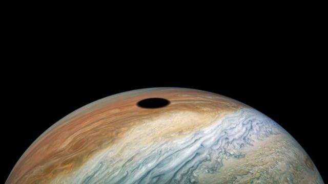 Ini Foto Planet Jupiter Warna Pastel, Lengkap Ada Bintik Merah Raksasa (24969)