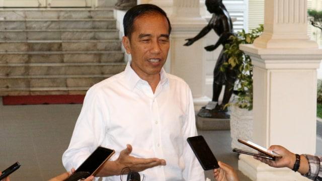Unggah Slip Gaji, Budhi Harap Jokowi Naikkan Gaji Kepala Daerah (102729)