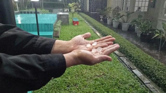 Penjelasan dari BMKG soal Hujan Es yang Turun di Pelalawan, Riau (157015)