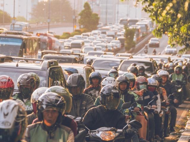 com-Kendaraan turut menyumbang polusi ibukota.