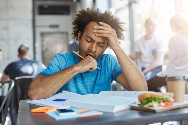 Ilustrasi mengantuk setelah makan siang