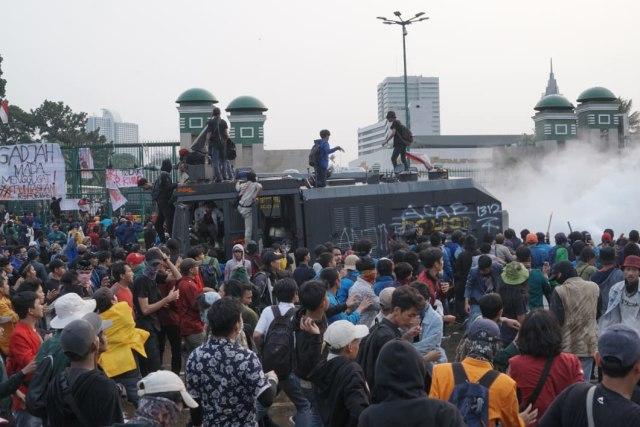 LIPSUS Aksi Ganas Polisi, demo di depan Gedung DPR