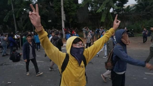 Duka Jurnalis Liputan Demo, Dilarang Merekam dan Alami Kekerasan (9516)