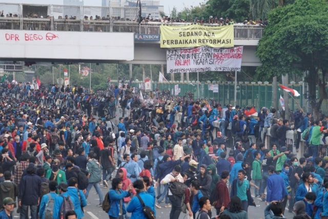 Duka Jurnalis Liputan Demo, Dilarang Merekam dan Alami Kekerasan (9515)
