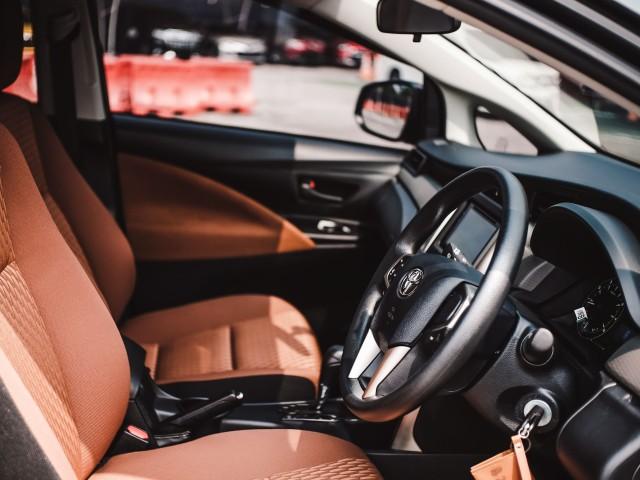 Bedah Toyota Innova Tipe G, Varian Paling Murah dan Terlaris (40195)