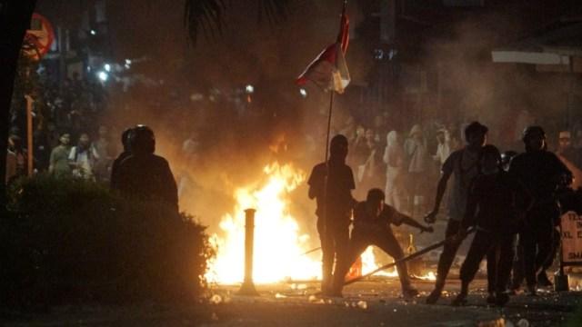 Massa bertahan di jalan tentara pelajar, Demo STM
