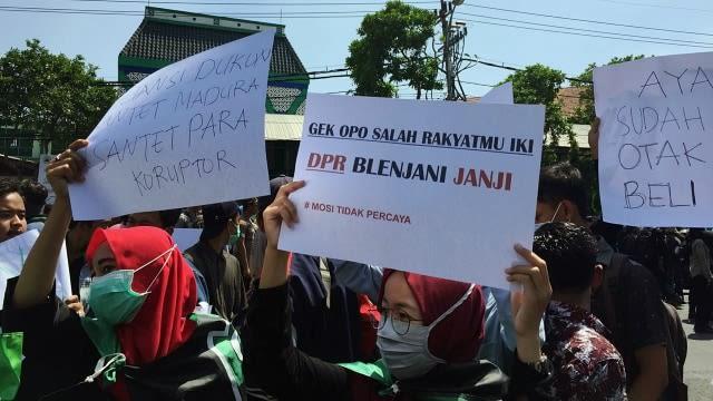 Sekitar 500 Mahasiswa Ub Ikut Demo Di Surabaya Kumparan Com