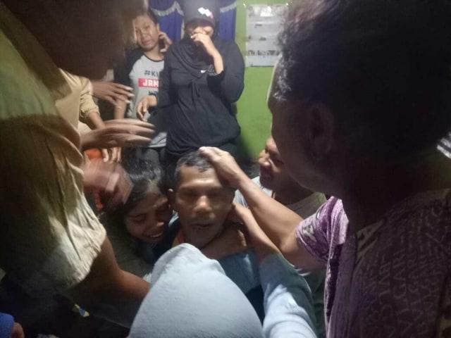 Tangis Ayah Almarhum Randy di Rumah Duka: Anakku Sudah Tidak Ada (658695)