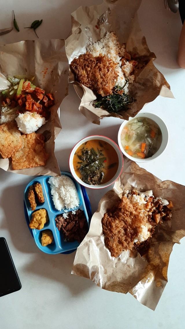 Asal Mula Makan Pakai Tangan, Cara Makan Asli Orang Indonesia (607064)