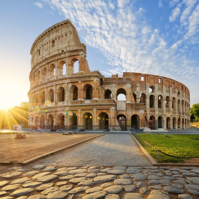 Ukir Nama di Colosseum, Turis Ini Terancam Bui dan Denda Puluhan Juta (1341)