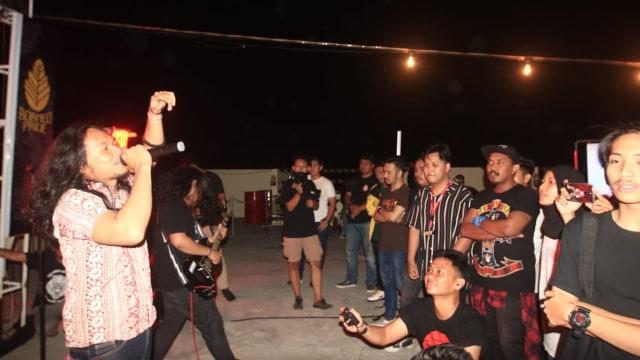 Musisi asal Kalimantan tampil di Isap Asap Fest di Banjarmasin pada Minggu malam (29/9/2019).